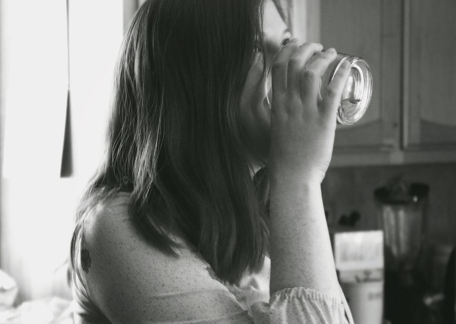 Beber agua antes de las comidas adelgaza ¿mito o realidad?